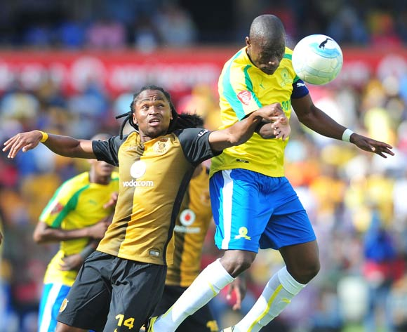 Hlompho Kekana of Mamelodi Sundowns challenged by Siphiwe Tshabalala of Kaizer Chiefs during the Absa Premiership match between Mamelodi Sundowns and Kaizer Chiefs at the Loftus Stadium in Pretoria on the 19 November 2016©Samuel Shivambu/Backpagepix