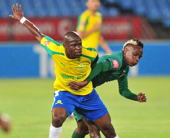 Hlompho Kekana of Mamelodi Sundowns in control as he is challenged by Kudakwashe Mahachi of Golden Arrows during the Absa Premiership 2016/17 game between Mamelodi Sundowns and Golden Arrows at Loftus Stadium, Pretoria on 23 November 2016 © Ryan Wilkisky/BackpagePix