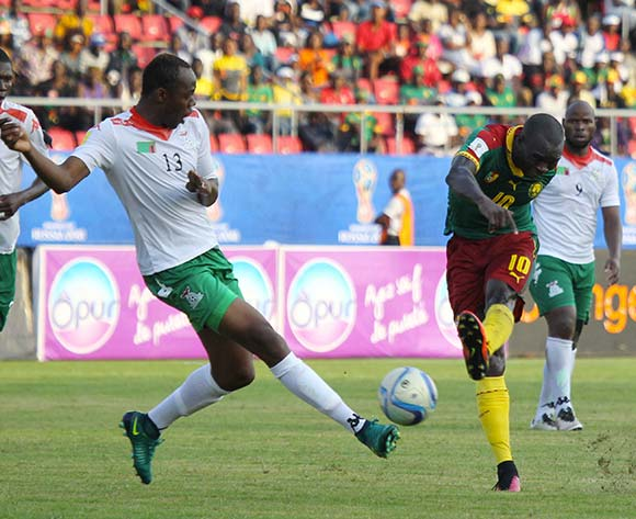 Vincent ABOUBAKAR of Cameroon challenged by Stoppila SUNZU of Zambia during 2018 World Cup Qualifiers match between Cameroon and Zambia at Limbe Omnisports Stadium in Limbe November on the 12 November 2016 ©/BackpagePix