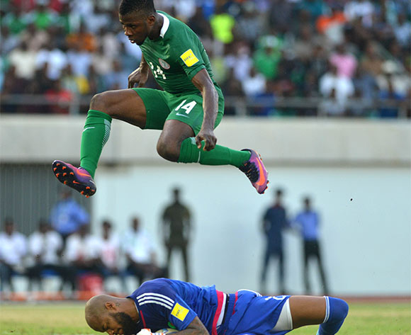 Kelechi IHEANACHO of Nigeria and Rais MBOLHI of Algeria during the Russia 2018 World Cup Qualifier match between Nigeria vs Algeria on November, 12th 2016 at Godswill Akpabio Stadium ©Kabiru Abubakar//Backpagepix
