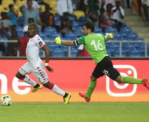Prejuce Nakoulma of Burkina Faso evades tackle from goalkeeper Aymen Mathlouthi of Tunisia on his way to scoring  during the 2017 African Cup of Nations Finals Afcon quarterfinal football match between Burkina Faso and Tunisia  at the Libreville Stadium in Gabon on 28 January 2017 ©Gavin Barker/BackpagePix