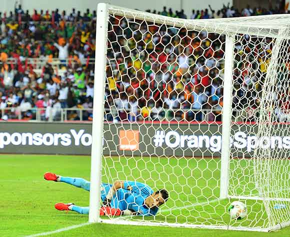 epa05773765 Essam El Hadary of Egypt fail to stop a header from Nicolas Nkoulou of Cameroon (not seen) during the 2017 Africa Cup of Nations final match between Egypt and Cameroon at the Libreville in Gabon on 05 February 2017.  EPA/Samuel Shivambu