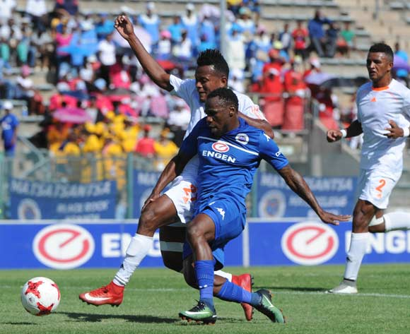 Onismor Bhasera of Supersport United is challenged by Jean Bosco of Elgeco during the CAF Confederation Cup match between Supersport United and Elgeco on 19 February 2017 at Lucas Moripe Stadium ©Sydney Mahlangu/BackpagePix