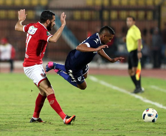 epa05842773 Al Ahly's player Ali Maaloul (L)  in action  against Bidvest Wits player Daine Klate (R) during the African Champions League (CAF) match between Al Ahly and  Bidvest Wits   at Salam stadium in Cairo, Egypt, 11 March 2017.  EPA/KHALED ELFIQI