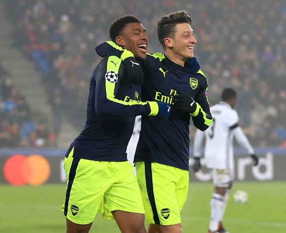 Alex Iwobi: I hope Sanchez and Ozil stay with Arsenal