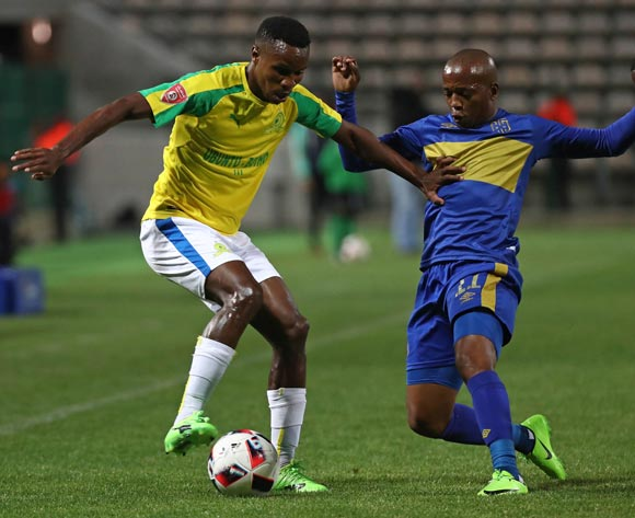 Themba Zwane of Mamelodi Sundowns evades challenge from Aubrey Ngoma of Cape Town City FC during the Absa Premiership 2016/17 football match between Cape Town City FC and Mamelodi Sundowns at Athlone Stadium, Cape Town on 3 March 2017 ©Chris Ricco/BackpagePix