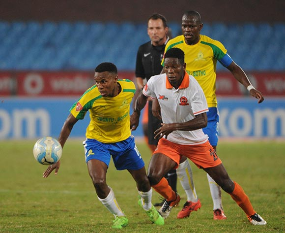 Themba Zwane of Mamelodi Sundowns is challenged by Salulani Phiri of Polokwane City during the Absa Premiership match between Mamelodi Sundowns and Polokwane City  on the 14 March 2017 at Loftus Versfeld Stadium © Sydney Mahlangu/BackpagePix