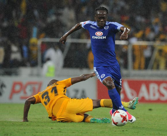 Reneilwe Letsholonyane of Supersport United evades a tackle from Willard Katsande of Kaizer Chiefs during the Absa Premiership match between Supersport United and Kaizer Chiefs on 29 April 2017 at Mbombela Stadium ©Sydney Mahlangu /BackpagePix