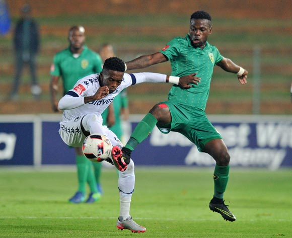 Thabang Monare of Bidvest Wits challenged by Knox Mutizwa of Golden Arrows during the Absa Premiership 2016/17 match between Bidvest Wits and Golden Arrows at Bidvest Stadium, Johannesburg South Africa on the 11 April 2017 ©Muzi Ntombela/BackpagePix