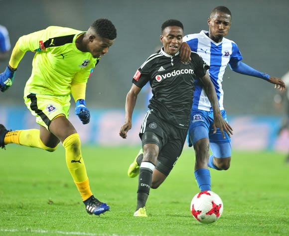 Thembinkosi Lorch of Orlando Pirates challenged by Bandile Shandu and Virgil Vries of Maritzburg United during the 2017 Absa Premiership 2016/17 match between Orlando Pirates and Maritzburg United at the Orlando Stadium, South Africa on 11 April 2017 ©Samuel Shivambu/BackpagePix
