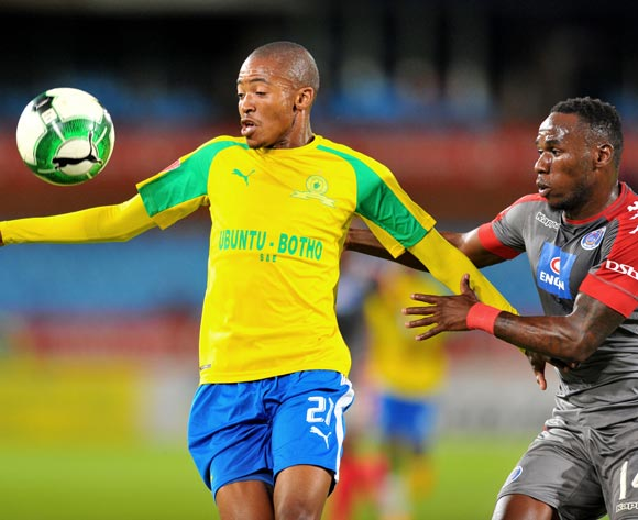 Thapelo Morena of Mamelodi Sundowns challenged by Onismor Bhasera of Supersport United during the 2017 Absa Premiership 2016/17 match between Mamelodi Sundowns and Supersport United at the Loftus Stadium, South Africa on 13 April 2017 ©Samuel Shivambu/BackpagePix