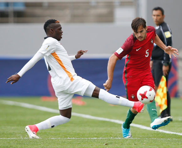 Edward Chilufya (L) of Zambia tackles the ball while in action against Yuri Ribeiro (R) of Portugal during the group stage match of the FIFA U-20 World Cup 2017 between Zambia and Portugal at the Jeju World Cup Stadium near Seogwipo, Jeju Island, South Korea, 21 May 2017.  EPA/WALLACE WOON