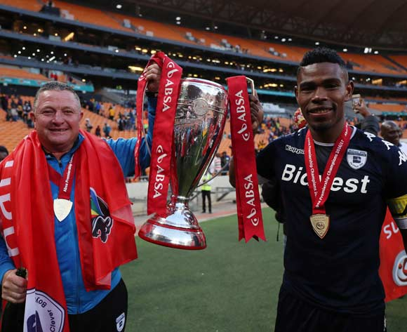 Gavin Hunt (l) and Thulani Hlatshwayo celebrates as Wits are crowned the 2016/2017 Absa Premiership Champions during the 2016/17 Absa Premiership football match between Kaizer Chiefs and Bidvest Wits at Soccer City, Johannesburg on 27 May 2017 ©Gavin Barker/BackpagePix