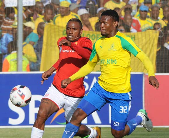 Motjeka Madisha of Mamelodi Sundowns challenges Franklin Cale of Highlands Park during the Absa Premiership match between Highlands Park and Mamelodi Sundowns on 27 May 2017 at Makhulong Stadium © Sydney Mahlangu /BackpagePix