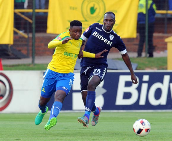 Cuthbert Malajila of Bidvest Wits challenges Lucky Mohomi of Mamelodi Sundowns   during the Absa Premiership match between Bidbest Wits and Mamelodi Sundowns on 01 May 2017 at Bidvest Stadium  © Sydney Mahlangu /BackpagePix