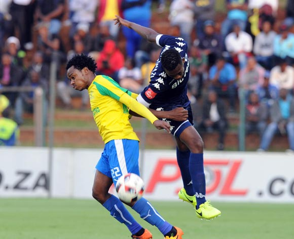 Buhle Mkhwanazi of Bidvest Wits challenges Percy Tau of Mamelodi Sundowns during the Absa Premiership match between Bidbest Wits and Mamelodi Sundowns on 01 May 2017 at Bidvest Stadium  © Sydney Mahlangu /BackpagePix