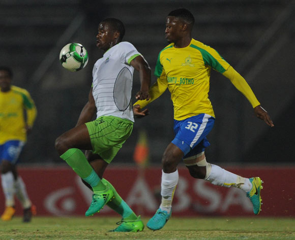 Modjeka Madisha of Mamelodi Sundowns challenges Bonginkosi Ntuli  of Platinum Stars during the Absa Premiership match between Mamelodi Sundowns and Platinum Stars on 04 May 2017 at Lucas Moripe Stadium  © Sydney Mahlangu /BackpagePix