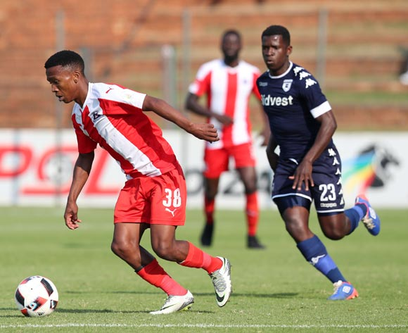 Mlondi Dlamini of Maritzburg United challenged by Sifiso Myeni of Bidvest Wits during the Absa Premiership 2016/17 match between Bidvest Wits and Maritzburg United at Bidvest Stadium in Johannesburg, South Africa on 07 May 2017 ©Muzi Ntombela/BackpagePix