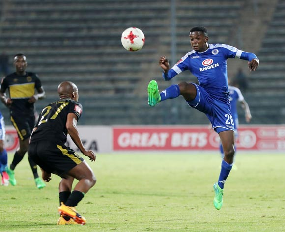 Teboho Mokoena of Supersport United challenged by Tshepo Gumede of Cape Town City FC during the Absa Premiership 2016/17 match between Supersport United and Cape Town City at Lucas Moripe Stadium in Pretoria, South Africa on 09 May 2017 ©Muzi Ntombela/BackpagePix