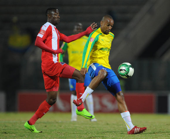 Evans Rusike of Maritzburg United challenges Tiyani Mabunda of Mamelodi Sundowns during the Absa Premiership match between Mamelodi Sundowns and Maritzburg United on 17 May 2017 at Lucas Moripe Stadium © Sydney Mahlangu /BackpagePix