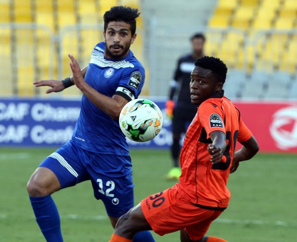Smouha player  Ayman Ashraf  (L) in action against Recreativo Libolo player Ezequiel Juliao (L)during the African Champion  League (CAF) Round of 16 match between Smouha vs  Recreativo Libolo   at Borg Al Arab Stadium in Alexandria , Egypt, 24 May 2017