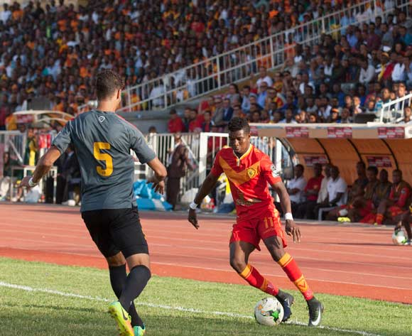 Chamseddine Dhaouadi (L) of Tunisian football club Esperance Tunis and Severin Waongo (C) of Ethiopian football club Saint George vie for the ball during the CAF Champions League match in Addis Ababa, Ethiopia, 23 May 2017.
