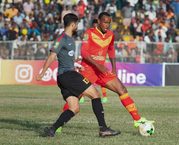 Ferjani Sassi (C) of Tunisian football club Esperance Tunis and an unidentified player (R) of Ethiopian football club Saint George vie for the ball during the CAF Champions League match in Addis Ababa, Ethiopia, 23 May 2017.
