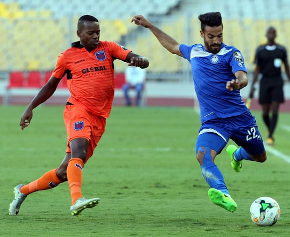 Smouha player  Islam Mohareb (R) in action against Recreativo Libolo player Wilson Macamo   (L)during the African Champion  League (CAF) Round of 16 match between Smouha vs Clube Recreativo Desportivo   at Borg Al Arab Stadium in Alexandria , Egypt, 24 May 2017