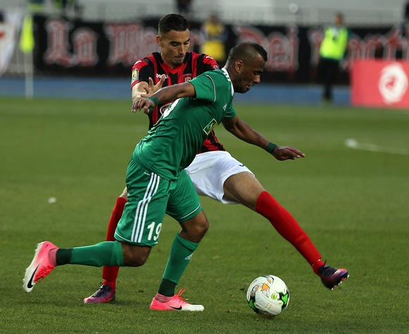 Abdulrhman Ramadhan Khalleefah (front) of Al Ahly Tripoli vies for the ball with player of USM Algerduring the CAF Champions League match between USM Alger and Al Ahly Tripoli in Algiers, Algeria, 12 May 2017