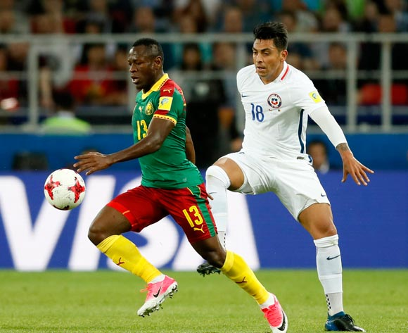 epa06035856 Christian Bassogog (L) of Cameroon and Gonzalo Jara of Chile in action during the FIFA Confederations Cup 2017 group B soccer match between Cameroon and Chile at the Spartak Stadium in Moscow, Russia, 18 June 2017.  EPA/YURI KOCHETKOV
