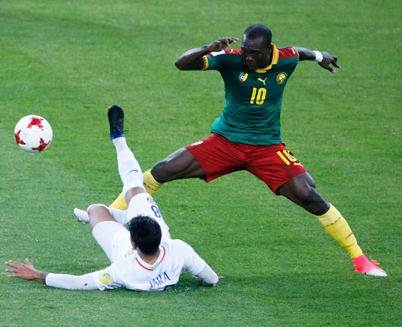 epa06035861 Vincent Aboubakar (r) of Cameroon in action against Gonzalo Jara of Chile during the FIFA Confederations Cup 2017 group B soccer match between Cameroon and Chile at the Spartak Stadium in Moscow, Russia, 18 June 2017.  EPA/SERGEI CHIRIKOV