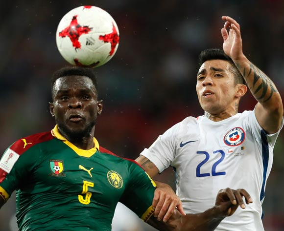 epa06035882 Michael Ngadeu-Ngadjui  (L) of Cameroon and Edson Puch of Chile in action during the FIFA Confederations Cup 2017 group B soccer match between Cameroon and Chile at the Spartak Stadium in Moscow, Russia, 18 June 2017.  EPA/YURI KOCHETKOV