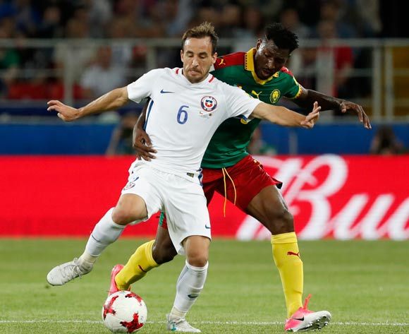 epa06035899 Andre-Frank Zambo Anguissa (R) of Cameroon and Jose Pedro Fuenzalida of Chile in action during the FIFA Confederations Cup 2017 group B soccer match between Cameroon and Chile at the Spartak Stadium in Moscow, Russia, 18 June 2017.  EPA/SERGEI ILNITSKY