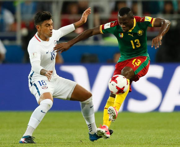 epa06035910 Christian Bassogog  (R) of Cameroon and Gonzalo Jara of Chile in action during the FIFA Confederations Cup 2017 group B soccer match between Cameroon and Chile at the Spartak Stadium in Moscow, Russia, 18 June 2017.  EPA/YURI KOCHETKOV