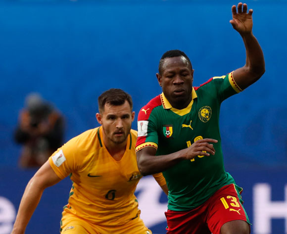 epa06043638 Bailey Wright (L) of Australia and Aaron Mooy of Australia in action during the FIFA Confederations Cup 2017 group B soccer match between Cameroon and Australia at the Saint Petersburg stadium in St.Petersburg, Russia, 22 June 2017.  EPA/ANATOLY MALTSEV