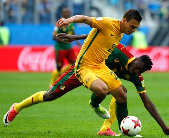 epa06043642 Trent Sainsbury (front) of Australia and Andre-Frank Zambo Anguissa of Cameroon in action during the FIFA Confederations Cup 2017 group B soccer match between Cameroon and Australia at the Saint Petersburg stadium in St.Petersburg, Russia, 22 June 2017.  EPA/ANATOLY MALTSEV