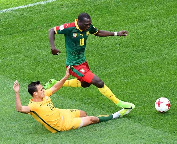 epa06043653 Trent Sainsbury (R) of Australia tackles Vincent Aboubakar of Cameroon during the FIFA Confederations Cup 2017 group B soccer match between Cameroon and Australia at the Saint Petersburg stadium in St.Petersburg, Russia, 22 June 2017.  EPA/GEORGI LICOVSKI