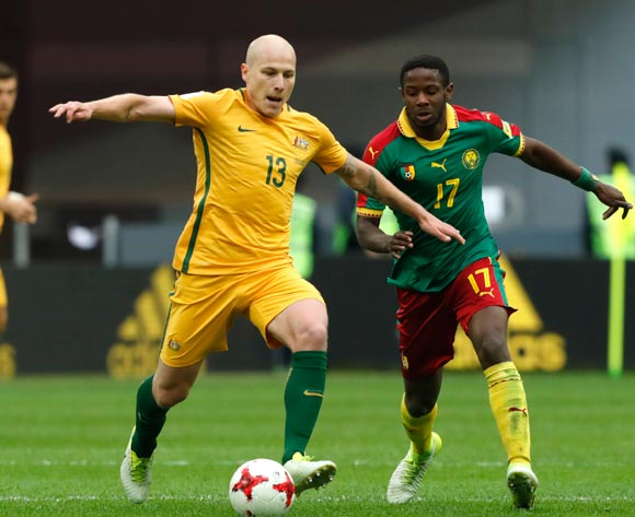 epa06043735 Aaron Mooy (L) of Australia and Arnaud Djoum of Cameroon in action during the FIFA Confederations Cup 2017 group B soccer match between Cameroon and Australia at the Saint Petersburg stadium in St.Petersburg, Russia, 22 June 2017.  EPA/ANATOLY MALTSEV