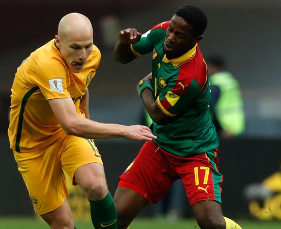 epa06043765 Aaron Mooy (L) of Australia and Arnaud Djoum of Cameroon in action during the FIFA Confederations Cup 2017 group B soccer match between Cameroon and Australia at the Saint Petersburg stadium in St.Petersburg, Russia, 22 June 2017.  EPA/ANATOLY MALTSEV