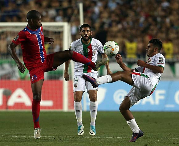 Mouloudia Club D'Alger player  Zakaria Mansouri  (R) fights for the ball with Mbabane Swallows player Mathabela Sandanezwe (L) during the 2017 CAF Confederations Cup game between Mouloudia Club D'Alger and Mbabane Swallows at Stade 5 Juillet 1962 in Algiers, Algeria on 20 June 2017 © BackpagePix