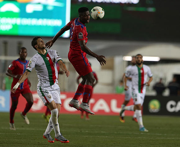 Mouloudia Club D'Alger player Hichem Nekkache (R) fights for the ball with Mbabane Swallows player Siphamandla Matsenjwa (C) during the 2017 CAF Confederations Cup game between Mouloudia Club D'Alger and Mbabane Swallows at Stade 5 Juillet 1962 in Algiers, Algeria on 20 June 2017 © BackpagePix