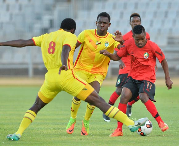 Shelton Dava of Mozambique challenged by John Takwara of Zimbabwe during the Cosafa Castle Cup match between Mozambique and Zimbabwe at the Moruleng Stadium in Rustenburg on 26 June 2017 ©Samuel Shivambu/BackpagePix