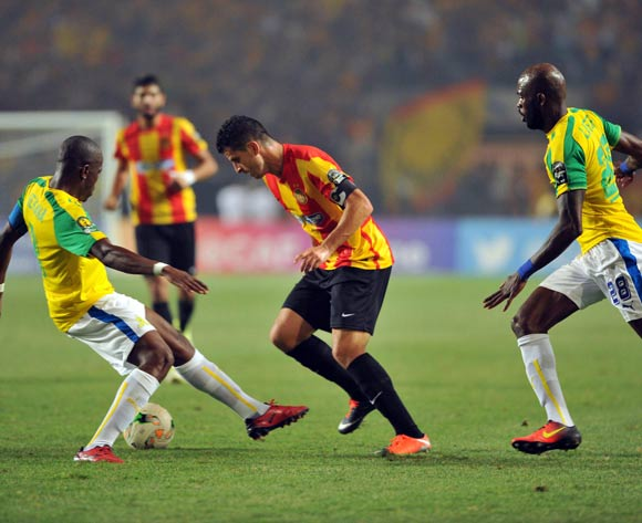 Esperance player Chamam Khalil (C)  fights for the ball with Mamelodi Sundowns player Hlompho Kekana (R) and Anthony Laffor (L) during the 2017 CAF Champions League game between Esperance and Mamelodi Sundowns at Stade Olympique In Tunis, Tunisia on 21 June 2017 © BackpagePix