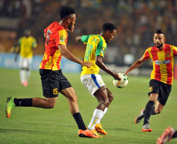 Mamelodi Sundowns player Themba Zwane (C) fights for the ball with  Esperance players Coulibaly Fousseny (L) Chalali Chilane (R) during the 2017 CAF Champions League game between Esperance and Mamelodi Sundowns at Stade Olympique In Tunis, Tunisia on 21 June 2017 © BackpagePix