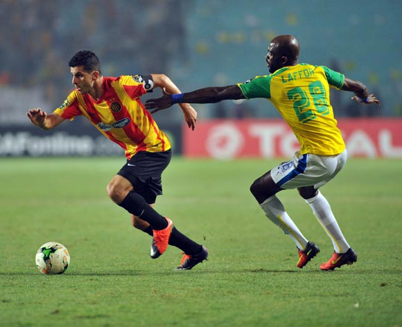 Esperance player Chamam Khalil (L) fights for the ball with Mamelodi Sundowns player Anthony Laffor (R) during the 2017 CAF Champions League game between Esperance and Mamelodi Sundowns at Stade Olympique In Tunis, Tunisia on 21 June 2017 © BackpagePix