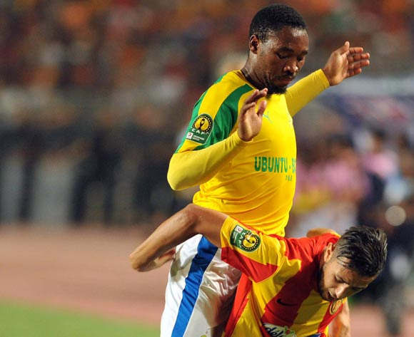 Esperance player Mbarki Iheb (R) fights for the ball with Mamelodi Sundowns player (L) Sibusiso Vilakazi during the 2017 CAF Champions League game between Esperance and Mamelodi Sundowns at Stade Olympique In Tunis, Tunisia on 21 June 2017 © BackpagePix
