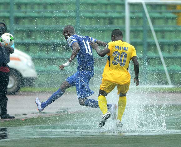 Bolaji Sakin of Rivers United against Isaac Mulemo of KCCA during the 2017 CAF Confederation football match between Rivers United and Kampala City at Yakubu Gowon Stadium in Port Harcourt, Nigeria. @Kabiru Abubakar/BackpagePix