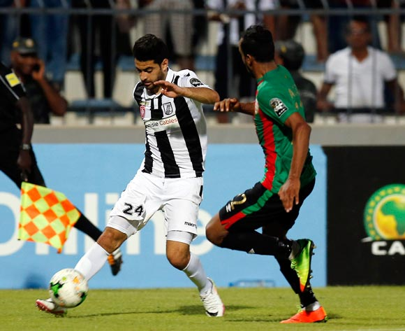 Club Sportif Sfaxien player  Hamza Mathlouth (L) fights for the ball with Mouloudia Club D'Alger player Ayoub Azzi ( R) during the 2017 CAF Confederations Cup game between Sfaxien and Mouloudia Club D'Alger in Sfax, Tunisia on 8 July 2017 © BackpagePix