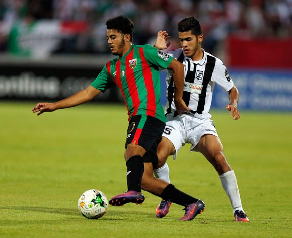 Club Sportif Sfaxien player  Wajdi Saïdani  (R) fights for the ball with Mouloudia Club D'Alger player  Zakaria Mansouri ( L) during the 2017 CAF Confederations Cup game between Sfaxien and Mouloudia Club D'Alger in Sfax, Tunisia on 8 July 2017 © BackpagePix