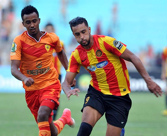 Esperance Sportive de Tunis player  Mejri Bilel  (R) fights for the ball with Saint George S.C. player Frezer Kasa (L) during the 2017 CAF Champions League game between Esperance and Saint George Tunis, Tunisia on 9 July 2017 © BackpagePix
